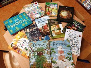 Książki dla dzieci na stole