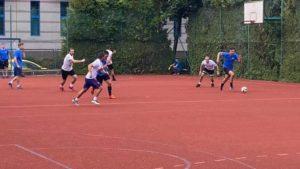 Turniejowy mecz piłkarski.